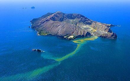 White Island NZ.  2009. (Compliments Wikipedia)