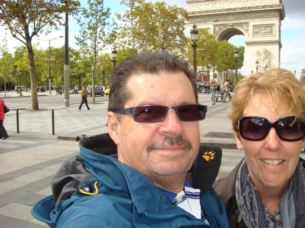 Arc de Triomphe Selfy, Paris. France.  2011
