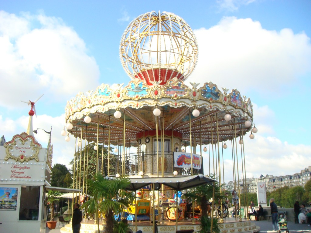 This is the scone Merry-Go-Round we have seen in Paris, France.  2011